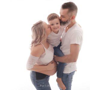 Seance-photos-de-femme-enceinte-en-couple-famille-Arlon